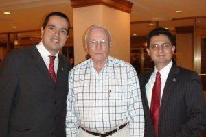 Fernando De la Peña, con Neil Armstrong y Octavio Flores Foto:Cortesía. Imagen Por: