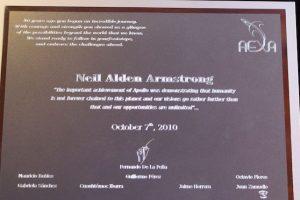 El reconocimiento otorgado a Armstrong a nombre de todos los mexicanos Foto:Cortesía. Imagen Por: