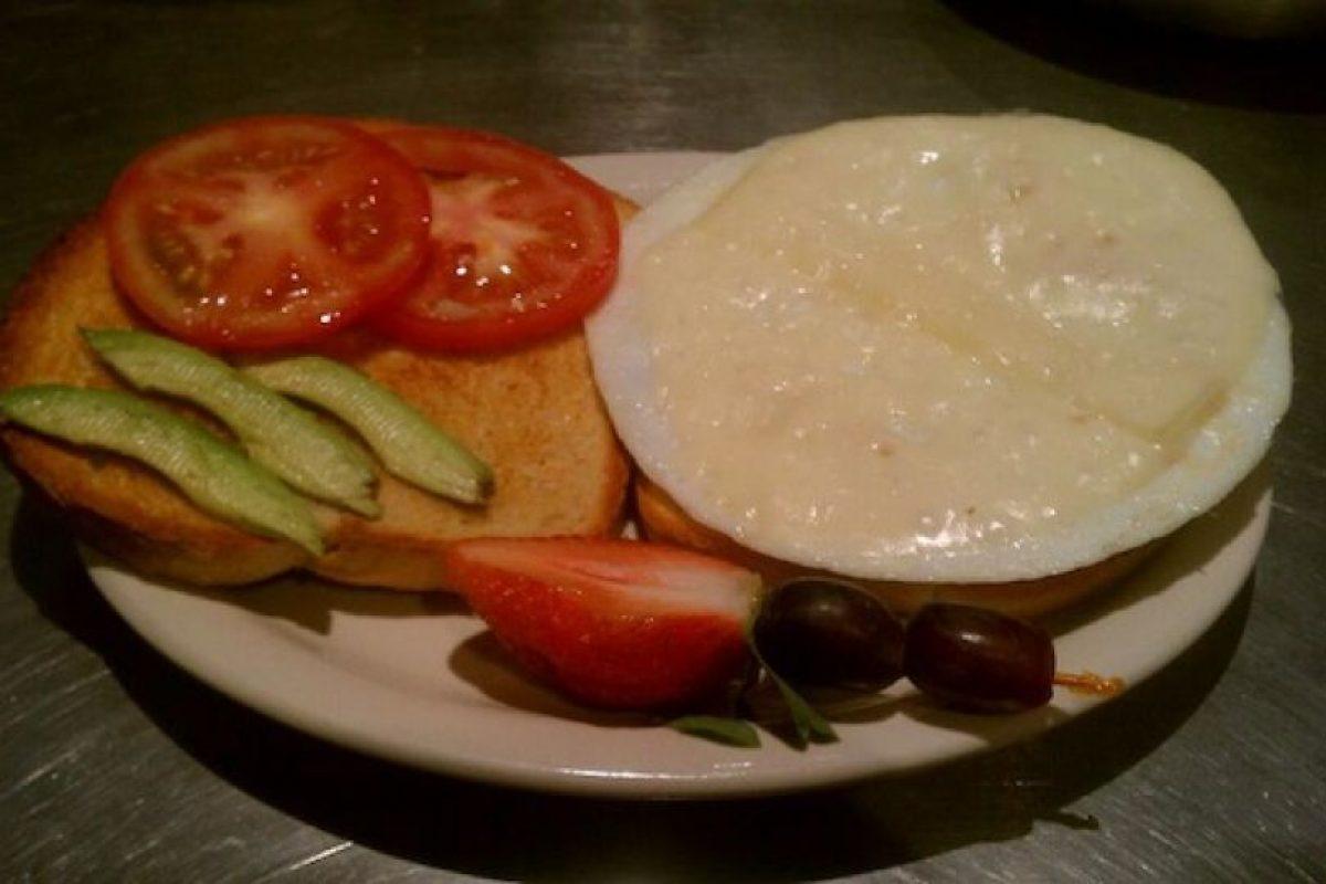 El menú completo del The Glass Onion Café, Tucson, Arizona, está dedicado a los Beatles: desde su ensalada Lettuce Be hasta el sandwich No Yoko! Foto:Facebook Glass Onion Cafe. Imagen Por: