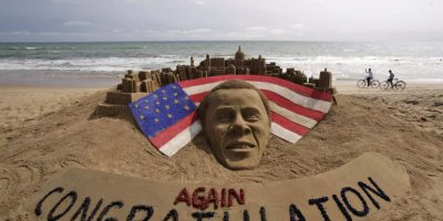 Una escultura en la arena, en la ciudad de Puri, India, celebrando a Barack