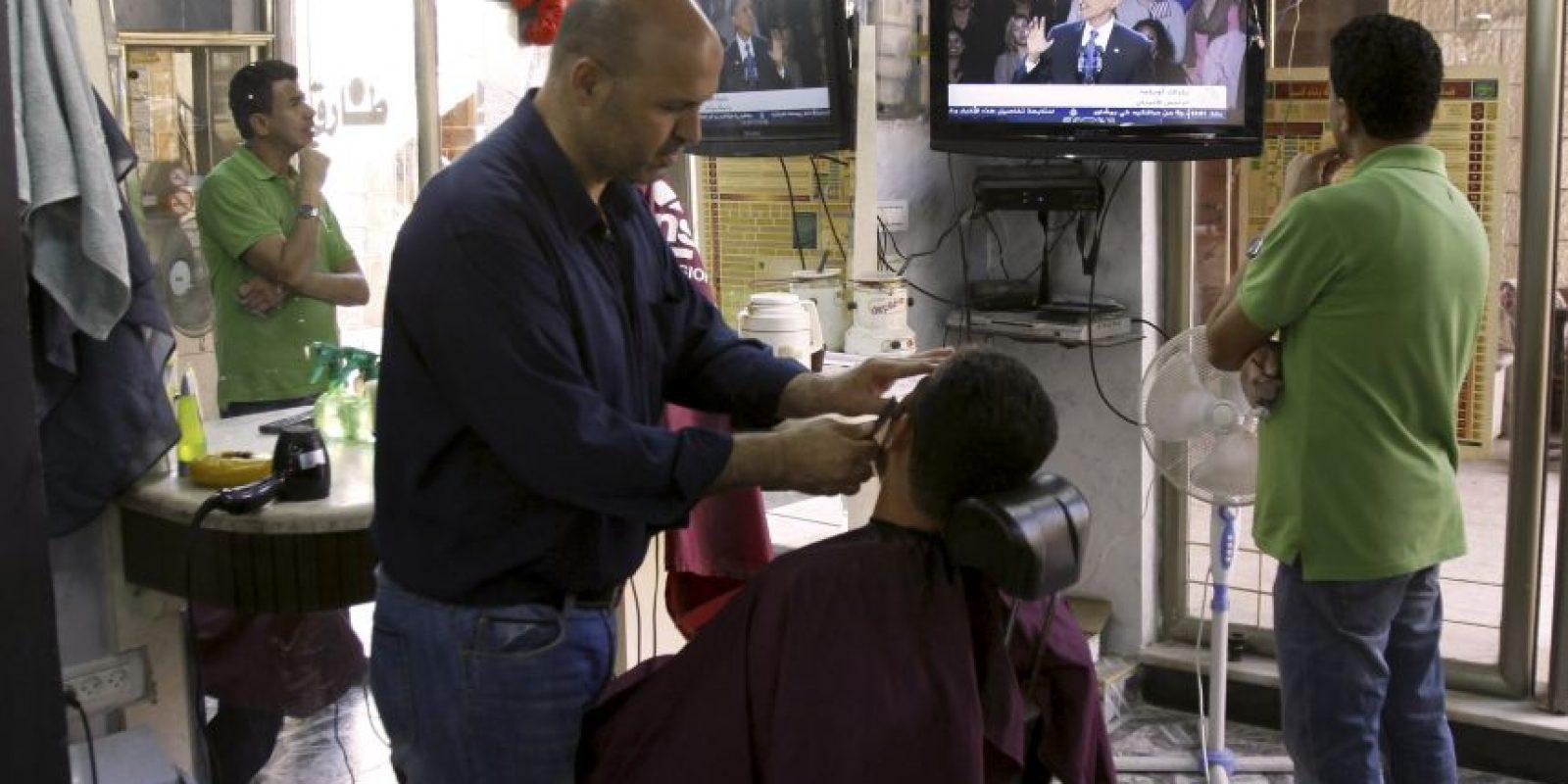 En una peluquería en Israel siguieron atentamente los resultados.