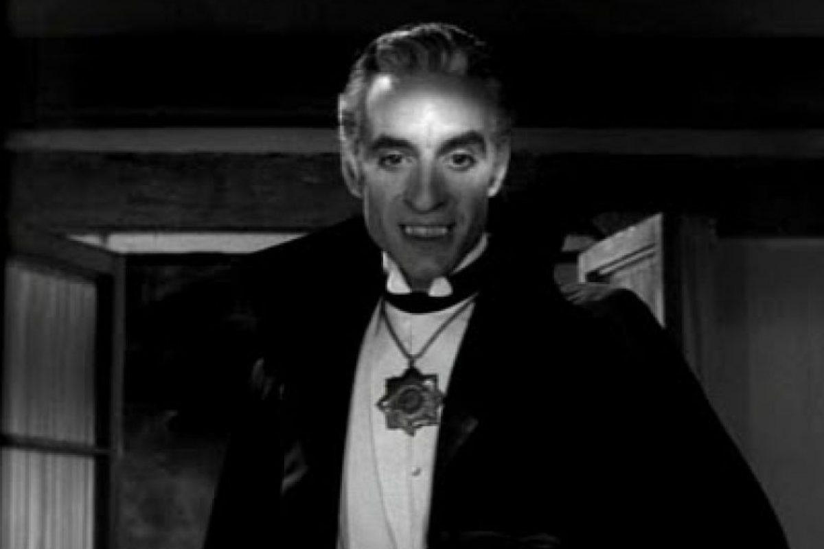 Es el Drácula del cine mexicano reconocido a nivel nacional e internacional. Germán Robles debutó en el cine hace cinco décadas en El vampiro, de Fernando Méndez, y aún es imposible no asociarlo con ese personaje en cuanto se le ve. Prepara la versión radiofónica del texto Drácula, patrocinado por Editorial Porrúa. Foto:Archivo