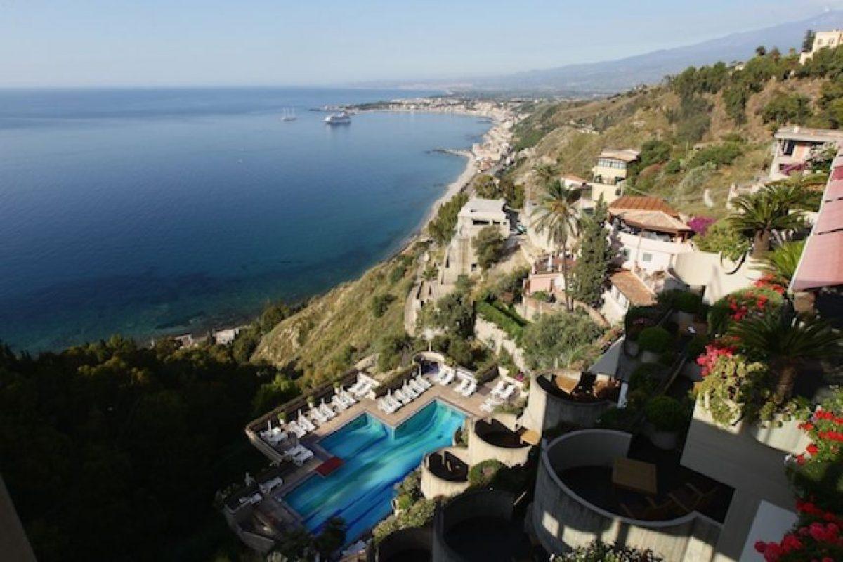 Sicilia, la isla más grande del Mar Mediterráneo cuenta con excelentes playas y gastronomía. También puedes disfrutar de sitios arqueológicos, destinos de lujo o más rústicos Foto:Getty Images
