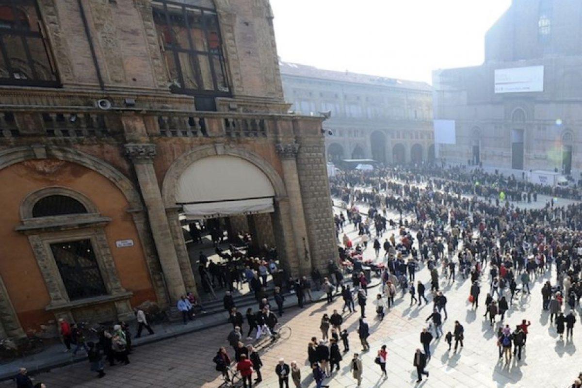 Bolonia es un sitio al que puedes llegar en tren rápidamente. Cuenta también con la universidad más antigua del mundo, fundada en 1088. Recorrer las callejuelas, tomar un helado y descubrir sus delicias gastronómicas son las mejores formas de conocerla Foto:Getty Images