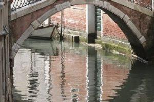 Venecia es una de las ciudades más famosas de Italia. Construida sobre el agua, es a menuda considerada como uno de los destinos más románticos del mundo Foto:Clipart. Imagen Por:
