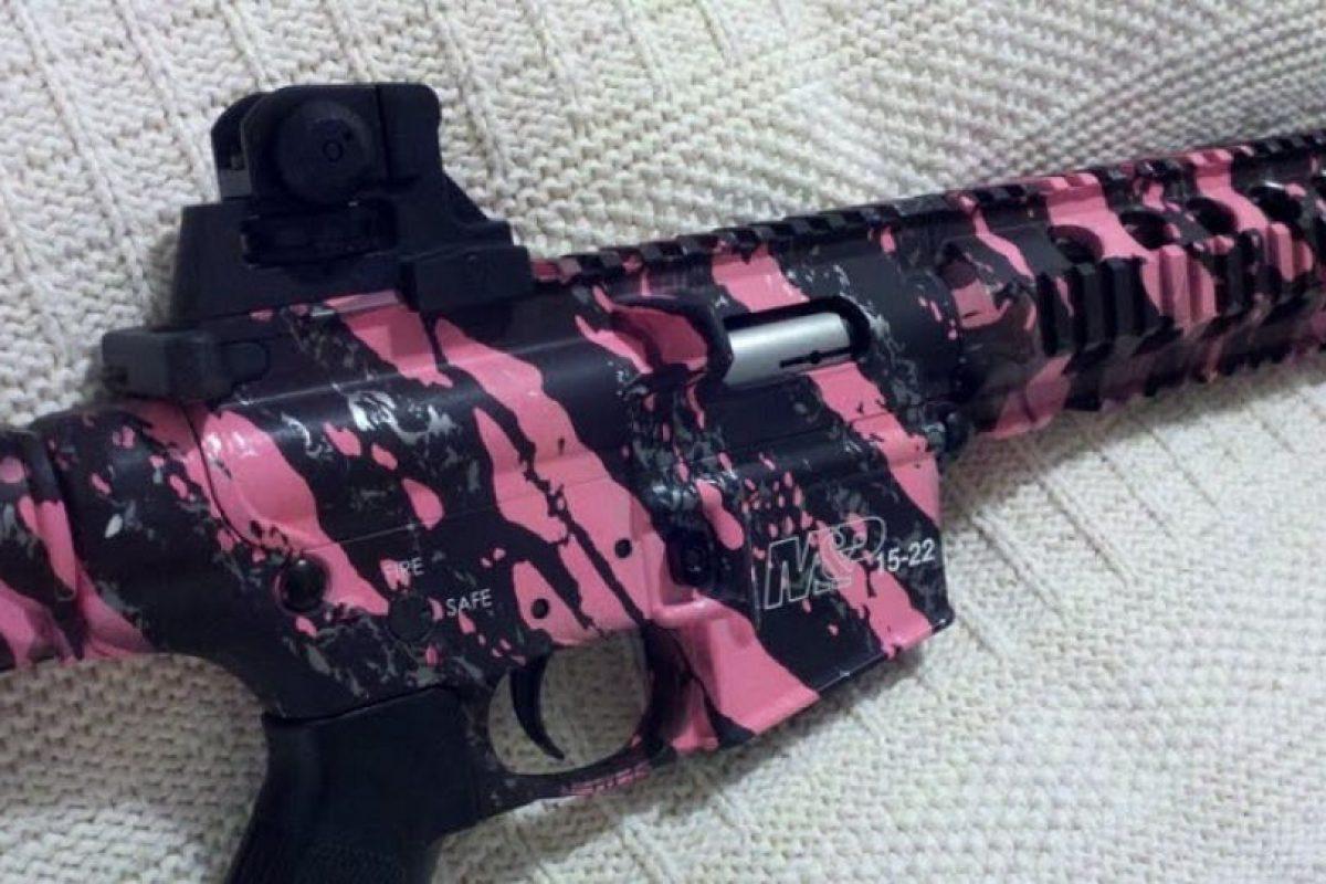 Un rifle con motivos rosas Foto:http://www.businessinsider.com/. Imagen Por: