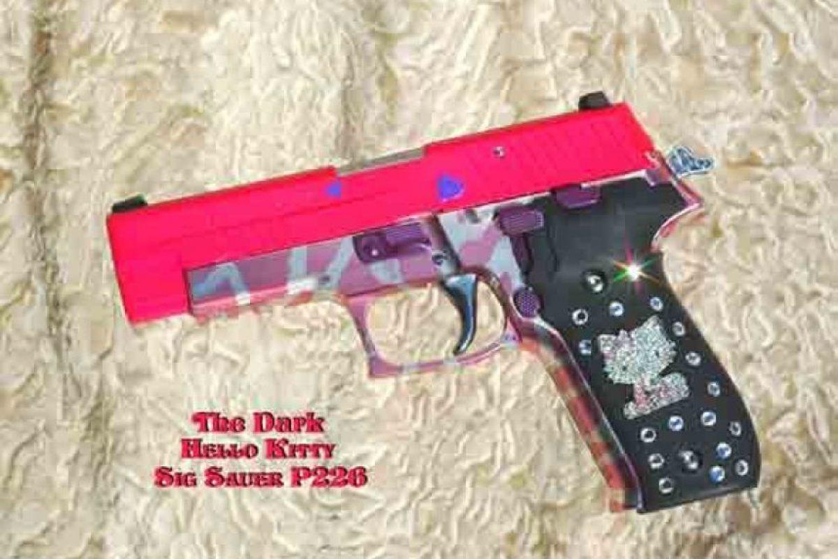 "Pistola semiautomática en rosa ""chillante"" Foto:http://www.businessinsider.com/"