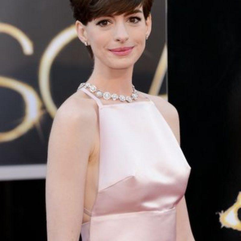 "Anne Hathaway Gana: FOTOS: Le Llueven Críticas A Anne Hathaway Por ""mostrar"