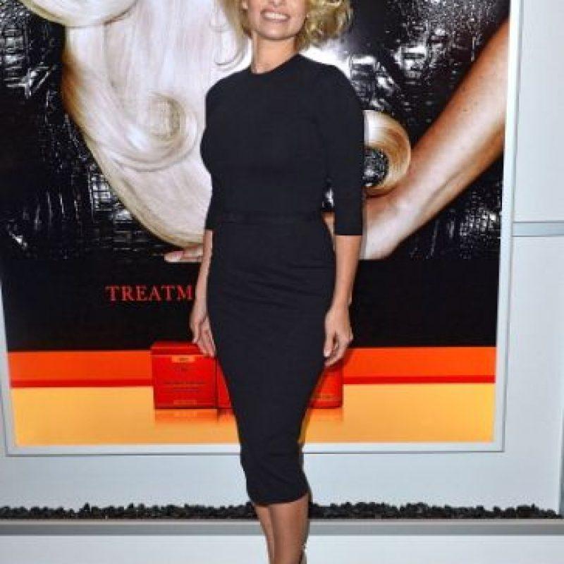 Pamela Anderson debió pagar casi medio millón de dólares al estado de California. Tal era su angustia que aseguran esa fue la razón por la que decidió posar desnuda para la revista Playboy en 2009. Y le funcionó, porque la deuda fue saldada. Foto:Getty Images