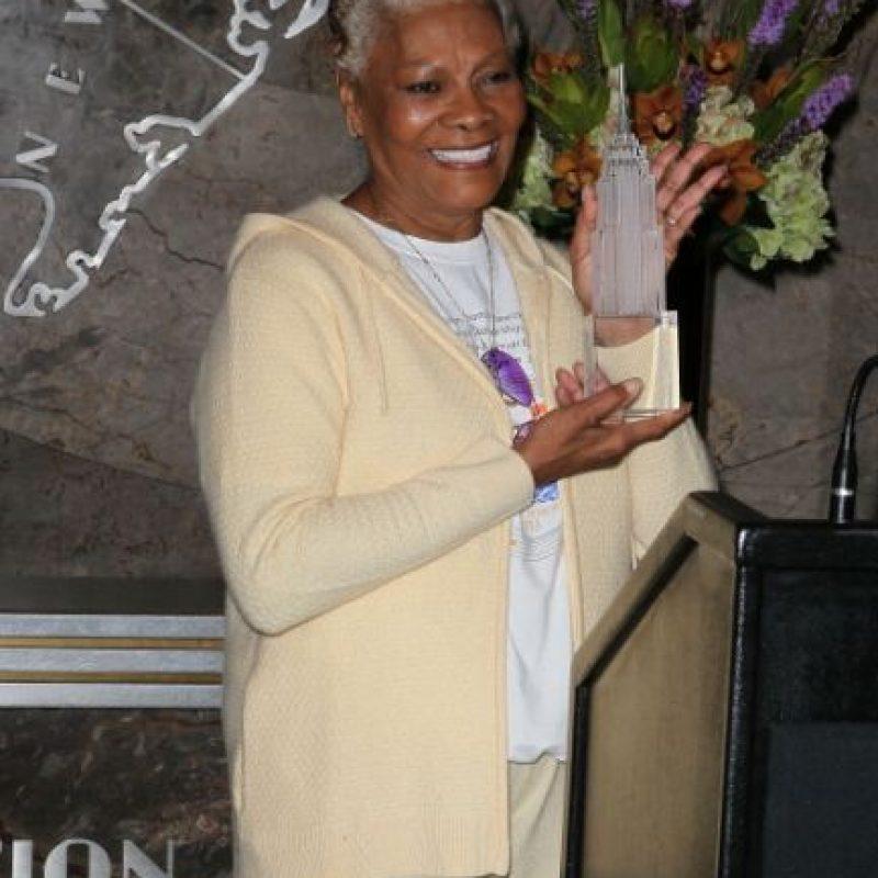 """La cantante de """"soul"""" y """"pop"""" Dionne Warwick debió enfrentarse al Servicio de Rentas Internas (IRS por sus siglas en inglés) por una deuda de 2 millones 180 mil dólares. La cantante tuvo que acordar un plan de pagos que aún está cumpliendo. Foto:Getty Images"""