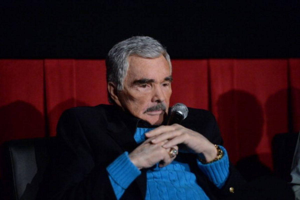 El actor y comediante estadounidense, Burt Reynolds, aún está pagando 225 mil dólares por una deuda que adquirió en la década pasada. Foto:Getty Images. Imagen Por: