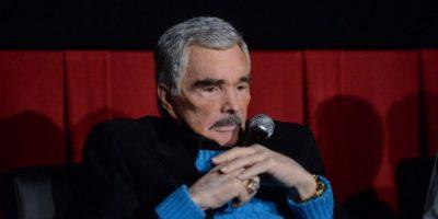 El actor y comediante estadounidense, Burt Reynolds, aún está pagando 225 mil dólares por una deuda que adquirió en la década pasada. Foto:Getty Images