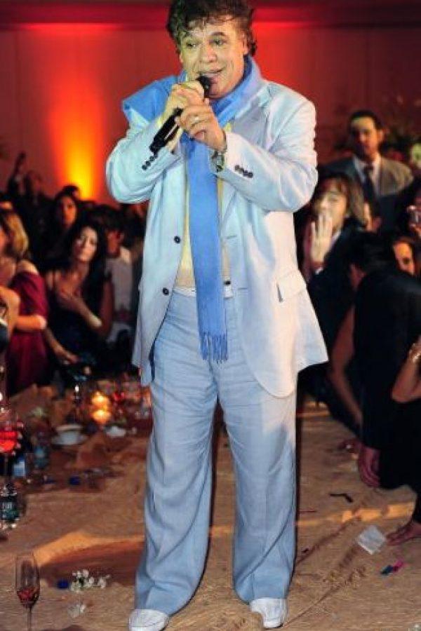 Juan Gabriel: Tras deber 5.5 millones de dólares en impuestos a Estados Unidos. No se salvó de la deuda y debió desembolsar una fuerte suma de dinero. Foto:Getty Images