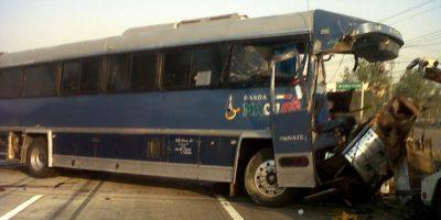 Se vuelca camión de Banda Machos, chofer fallece en accidente