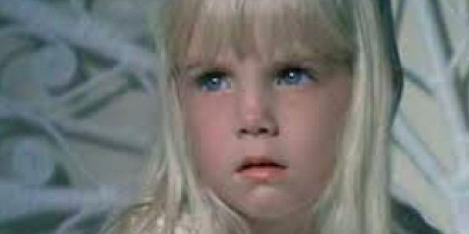 """En una escena de """"Poltergeist, Heather O´Rouker"""", la niña se aferra a la cabecera de la cama, mientras una máquina de viento se traga los juguetes del armario. La pequeña rompió en llanto y Steven Spilberg tuvo que parar la escena y abrazarla. Foto:Especial"""