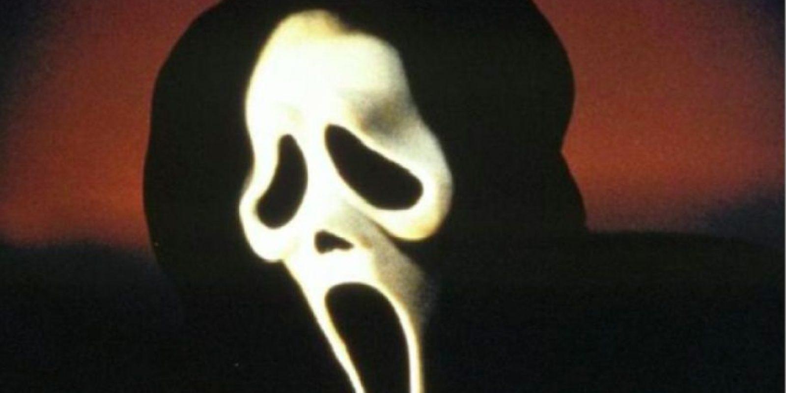 """La máscara que usa el asesino de la película Scream, grabada en 1996, esta inspirada en la obra de arte de """"El grito"""" del pintor Edvard Munch. Foto:Especial"""