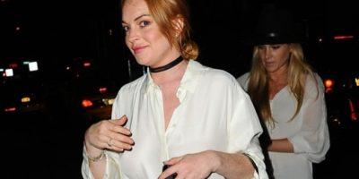 FOTOS: Lindsay Lohan sale a la calle sin pantalones