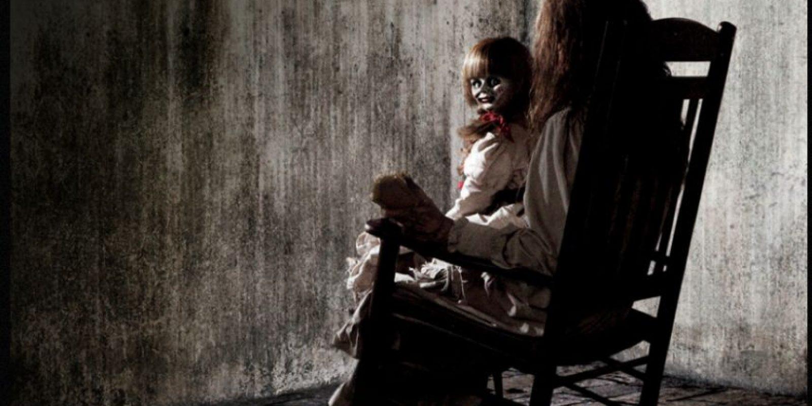 1. El conjuro (2013): Cuenta la historia de Lorraine y Ed Warren, una pareja exitosa que estudia hechos paranormales alrededor del mundo, quienes llegan a una granja de Rhode Island a investigar los fenómenos paranormales que allí se presentan. Foto:Especial