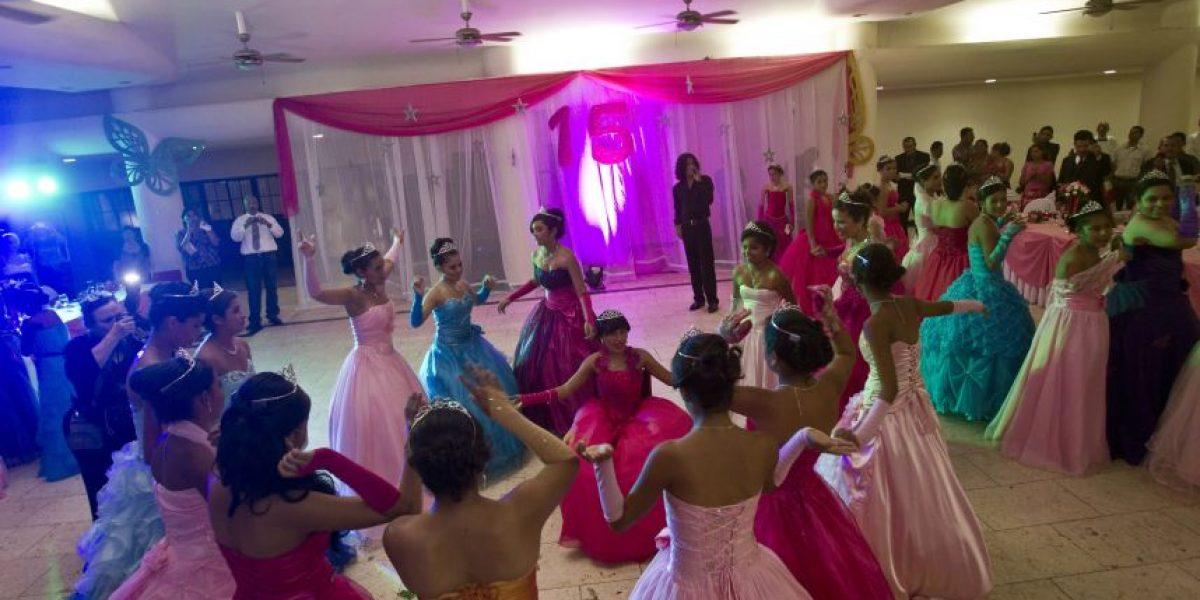 FOTOS: Organizan fiesta de XV años para chicas con cáncer