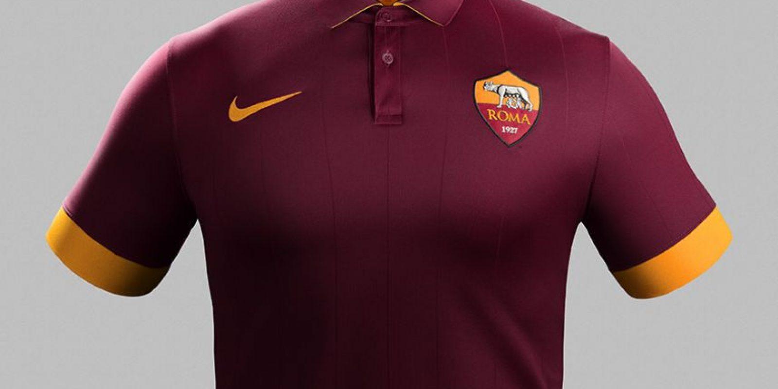 La Roma da a conocer su nuevo uniforme. Foto  Nike  Foto  Nike ... 2d4724f9020ca