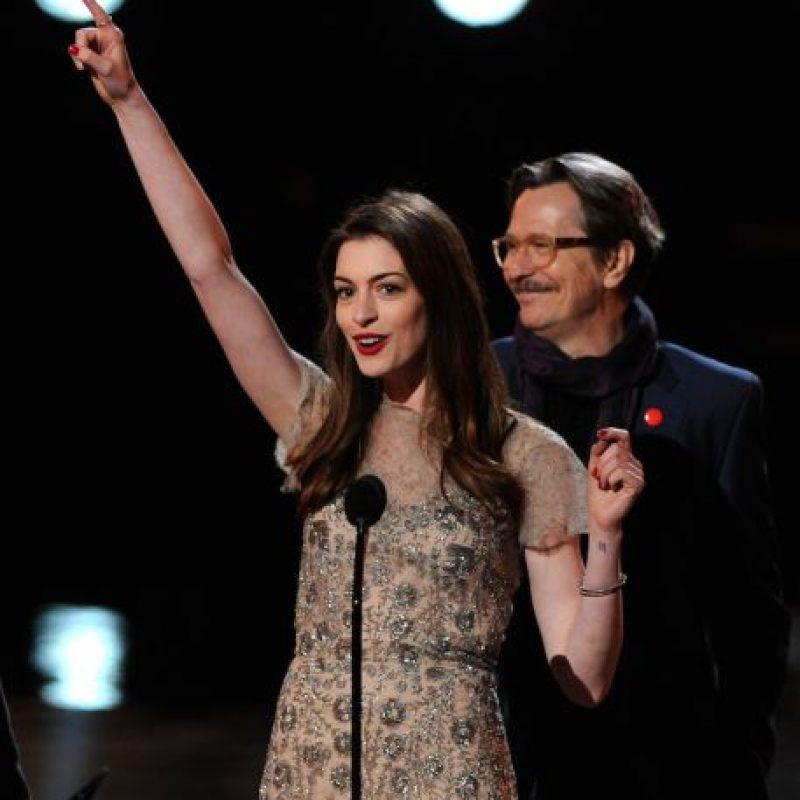 Anne Hathaway Gana: Carrera De Aclamado Actor En Problemas Por Entrevista Con