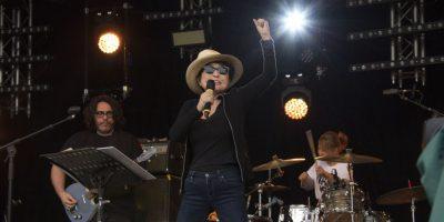 VIDEO: Yoko Ono hace el ridículo en Glastonbury
