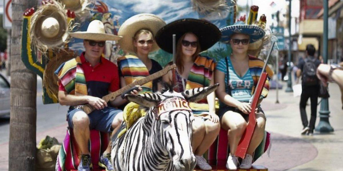 """FOTOS: Tradición de """"burro-cebras"""" en Tijuana cumple cien años"""