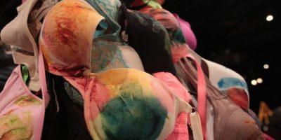Actrices mexicanas pintan cuadros con sus senos