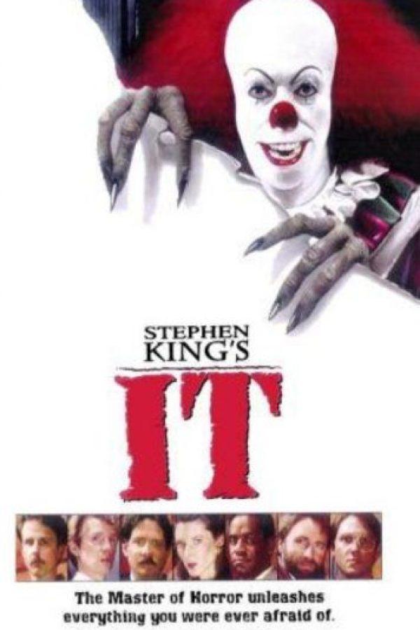 """En el cine Tim Curry interpretó a """"Pennywise"""", el payaso protagonista de la novela de Stephen King titulada """"It"""". Foto:Vía IMDB"""