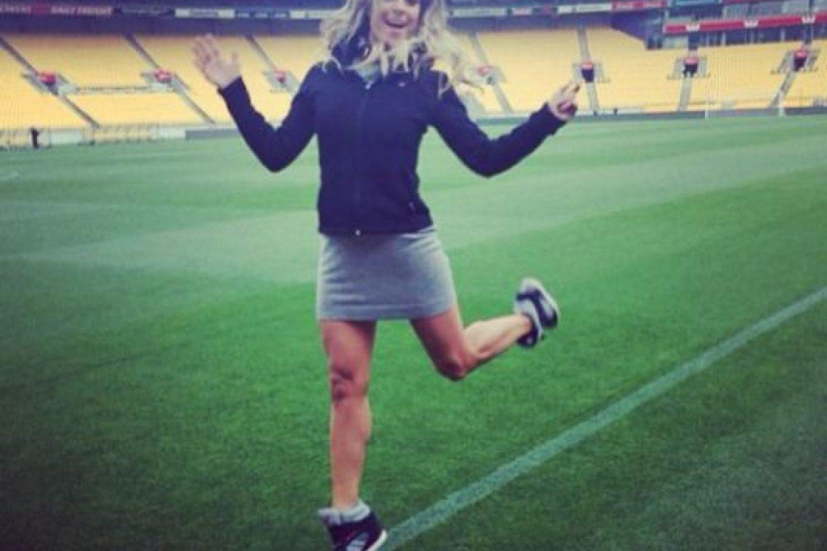 En una transmisión del programa en el que es reportera y conductora, Televisa Deportes, Vanessa sufrió los estragos de elegir un vestido equivocado para el clima. Foto:Instagram. Imagen Por: