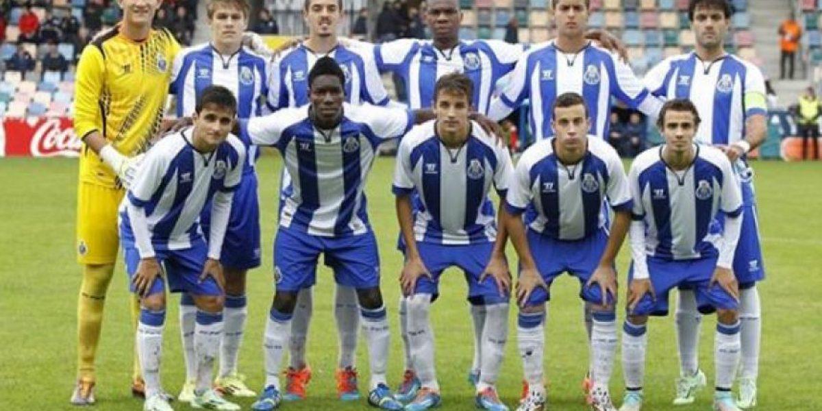 Raúl Gudiño ataja penal en la victoria del Porto B