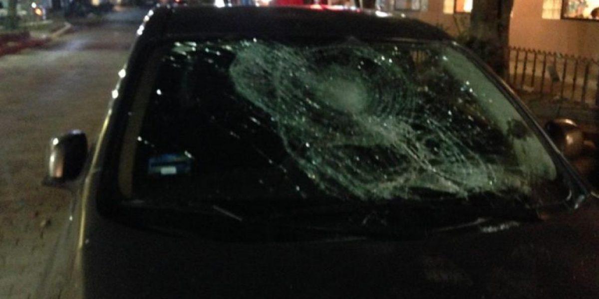 FOTOS: Taxistas destrozan a batazos un Uber en el DF