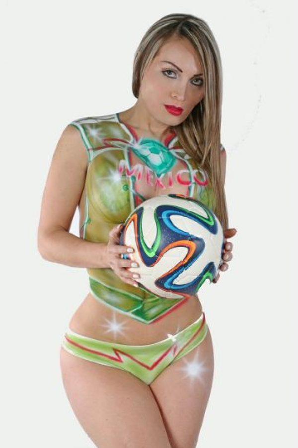 FOTOS: ¡Gracias Tri! La modelo Arcelia Bravo cumple y posa desnuda |  Publimetro México
