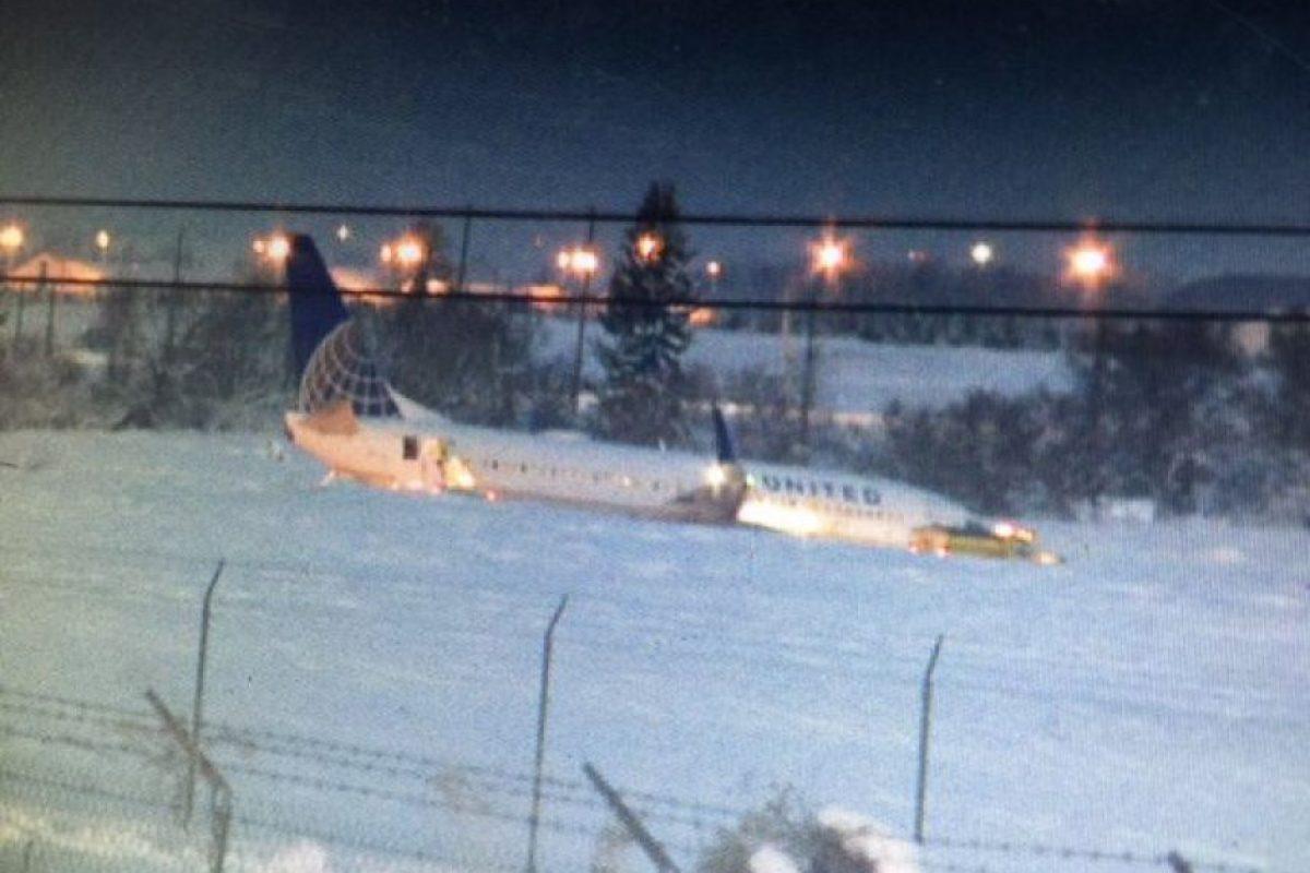 El vuelo 737 de United quedó enterrado en la nieve Foto:twitter @KREMMolly