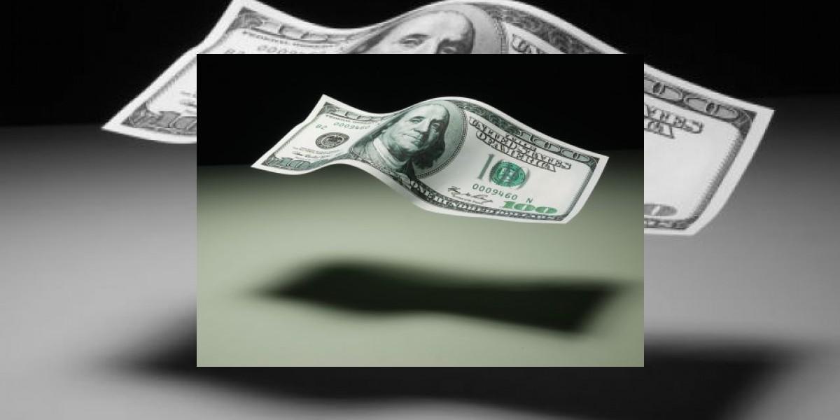 El dólar despega, se vende a 18 pesos en el AICM