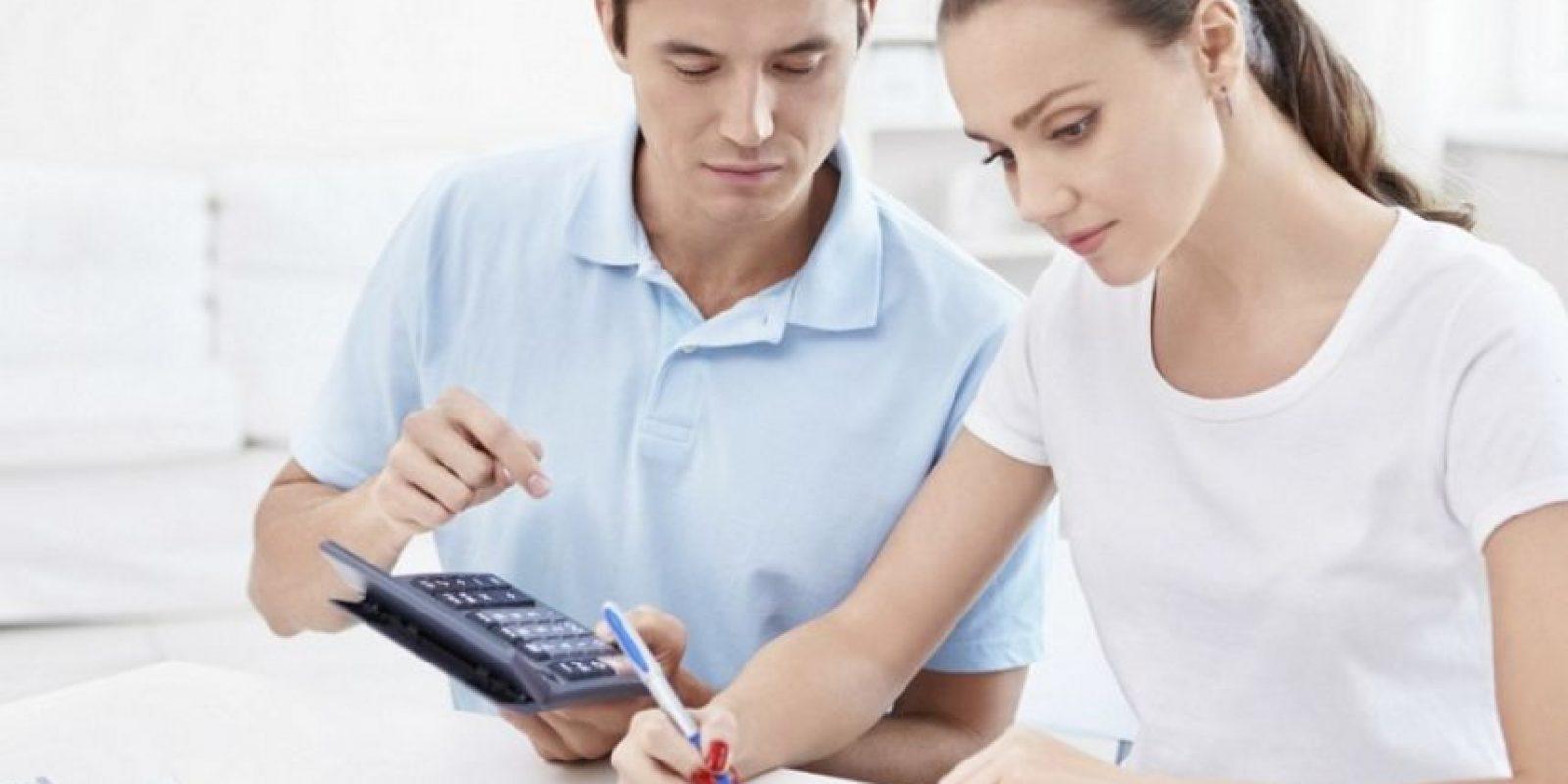 Lo ideal es dedicar entre 10 y 30 minutos al análisis de tu situación financiera y tomar decisiones para caer en aprietos económicos. Foto:Especial