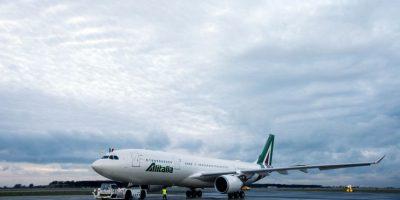 El intenso tráfico aéreo atrasó el despegue del vuelo AZ4000 de la compañía aérea Alitalia. Foto:AP