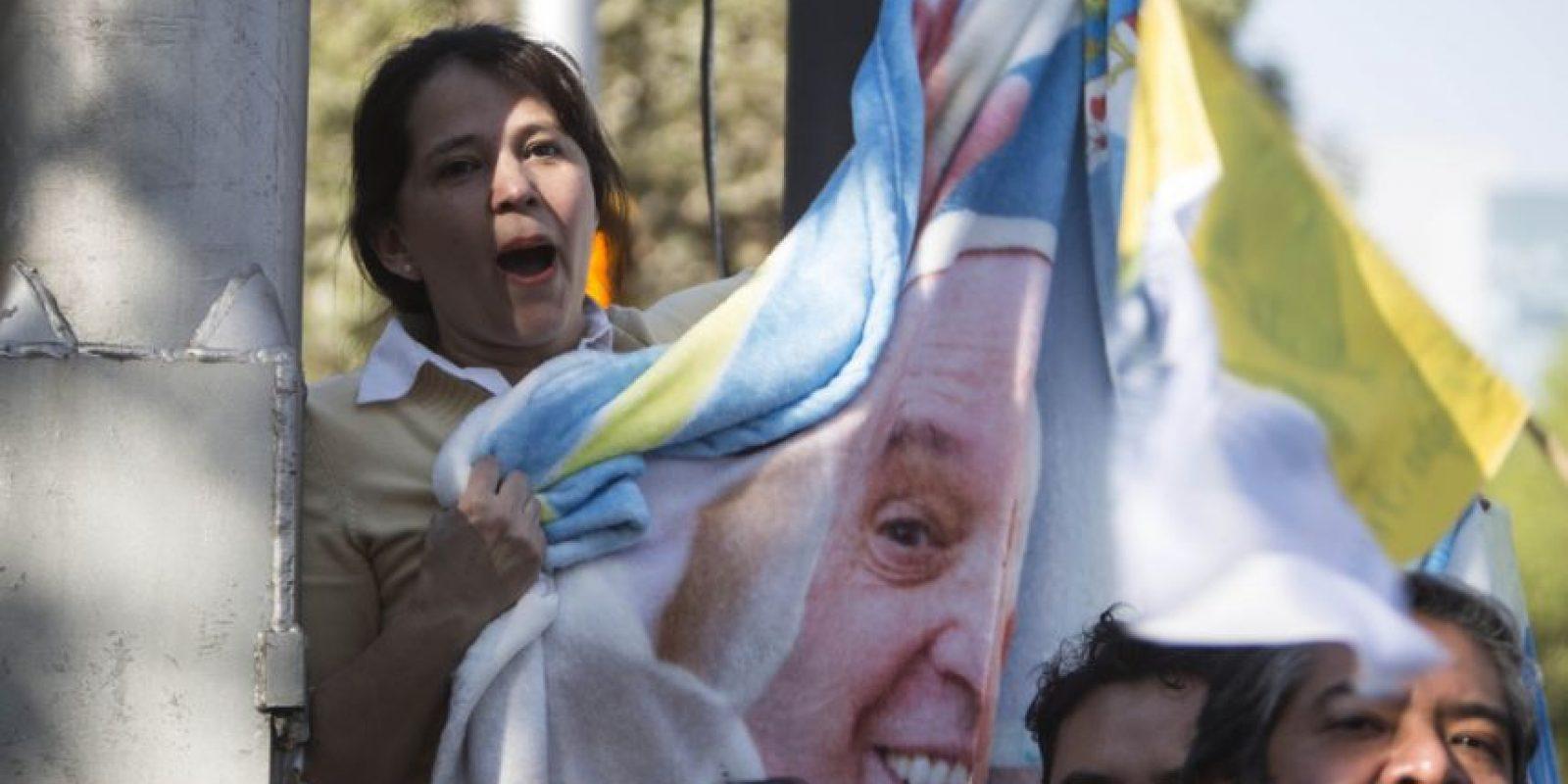 En México las personas esperaban en las calles la llegada del Papa que se espera a las 19:30 horas. Foto:AP
