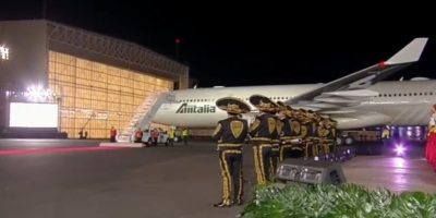 A su llegada al Aeropuerto Internacional de la Ciudad de México fue recibido con Mariachi. Foto:Especial