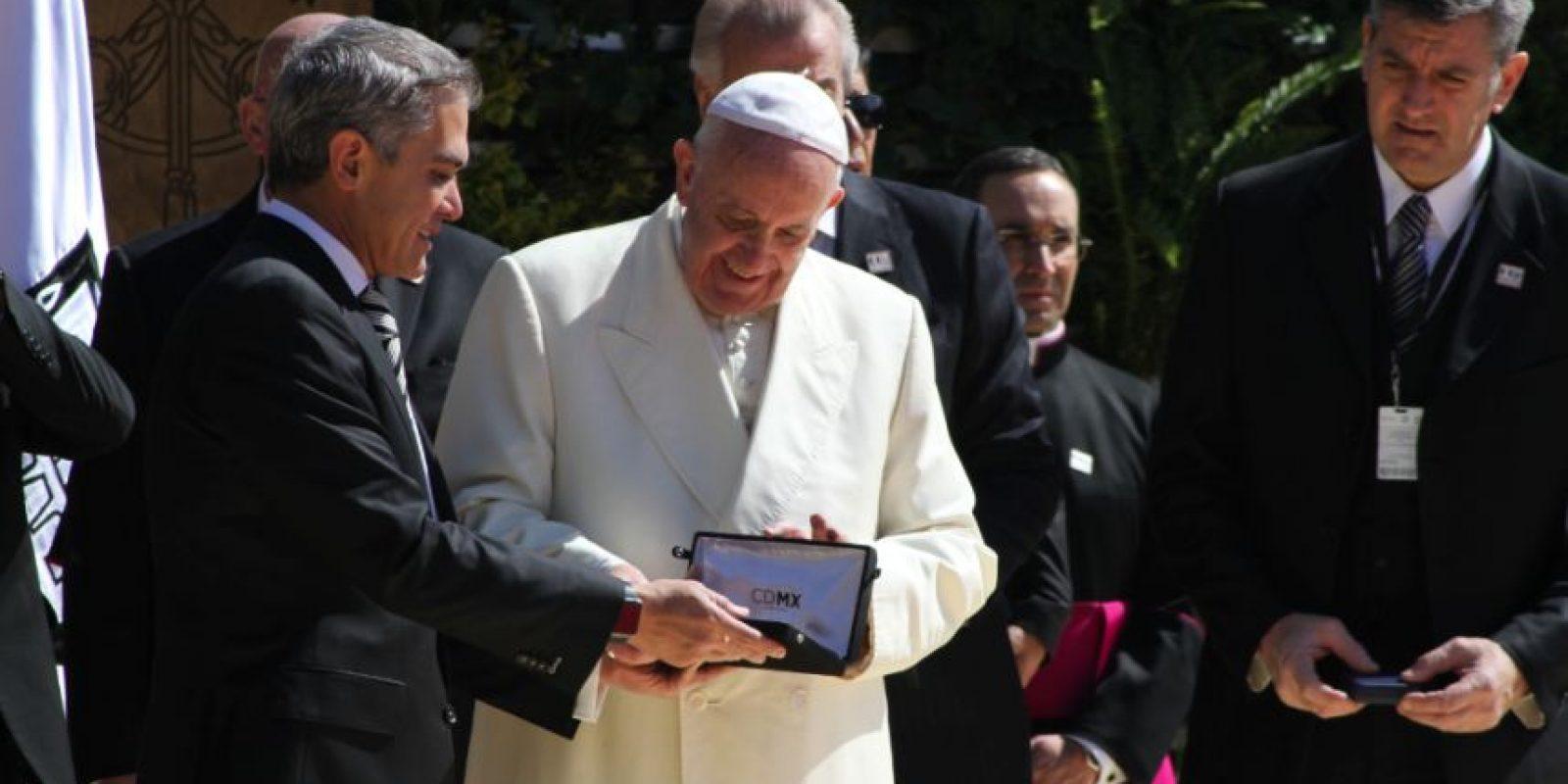 El Papa Francisco recibió la Llave de la CDMX por el jefe de gobierno Miguel Ángel Mancera Foto:Nicolás Corte/ Publimetro