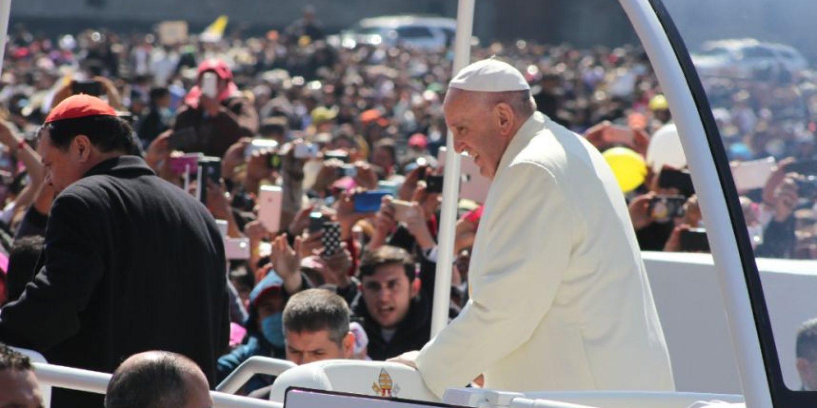 El Papa Francisco avanzó sobre Eje Central con rumbo a la nunciatura apostólica, ubicada en la colonia Guadalupe Inn de la delegación Álvaro Obregón. Foto:Nicolás Corte/ Publimetro