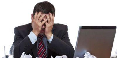 El exceso de trabajo o la mala organización de las tareas desmotivan y generan accidentes laborales. Foto:Especial