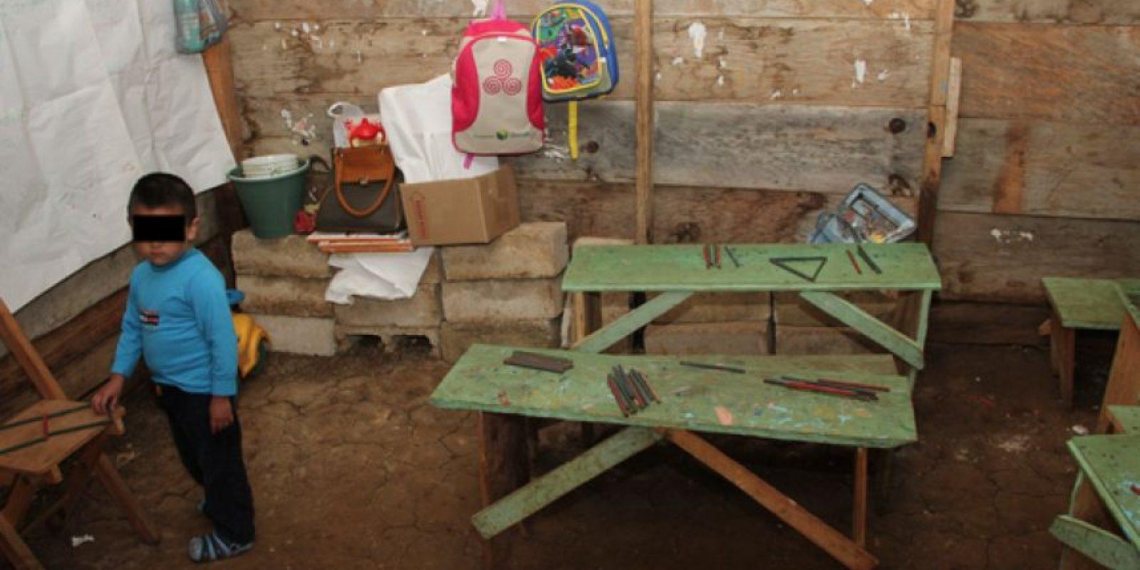 Decenas de escuelas en el país carecen de servicios básicos como la energía eléctrica. Foto:Cuartoscuro