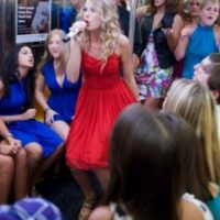 Taylor Swift Foto:Vía celebritiesonthesubway.tumblr.com
