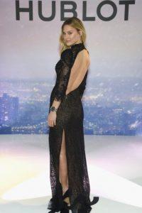 """La súper modelo israelí ha declarado en varias ocasiones """"su amor"""" por el Barça. Foto:Getty Images"""