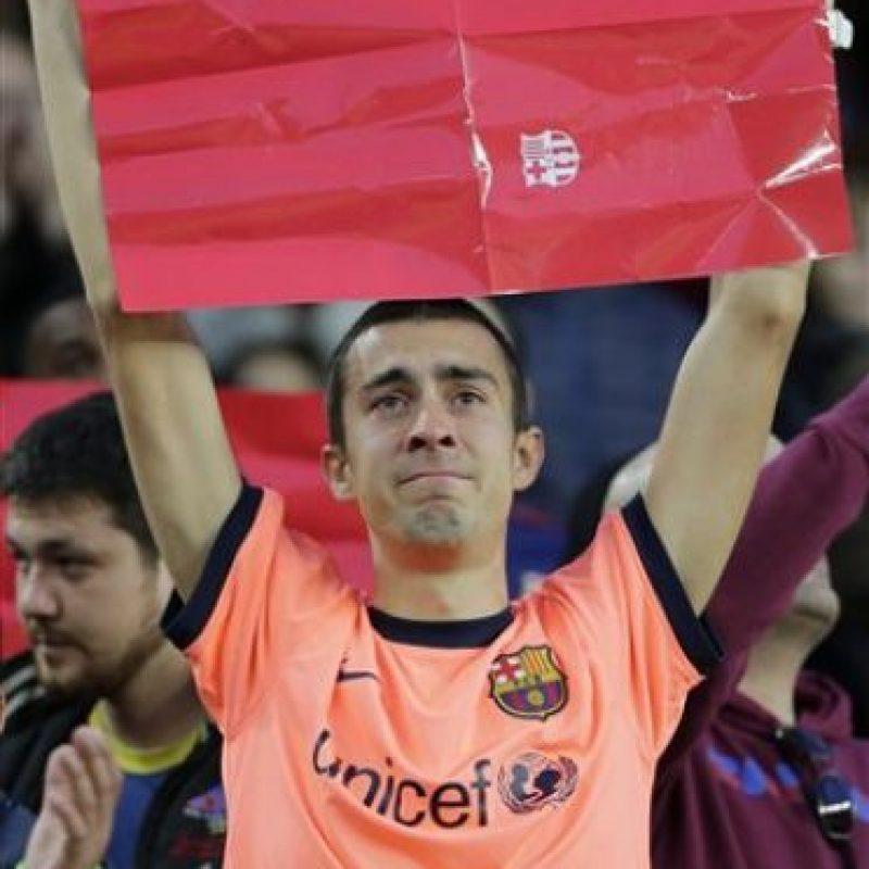 Por eso los aficionados del Barcelona lo despidieron con cariño Foto:AP