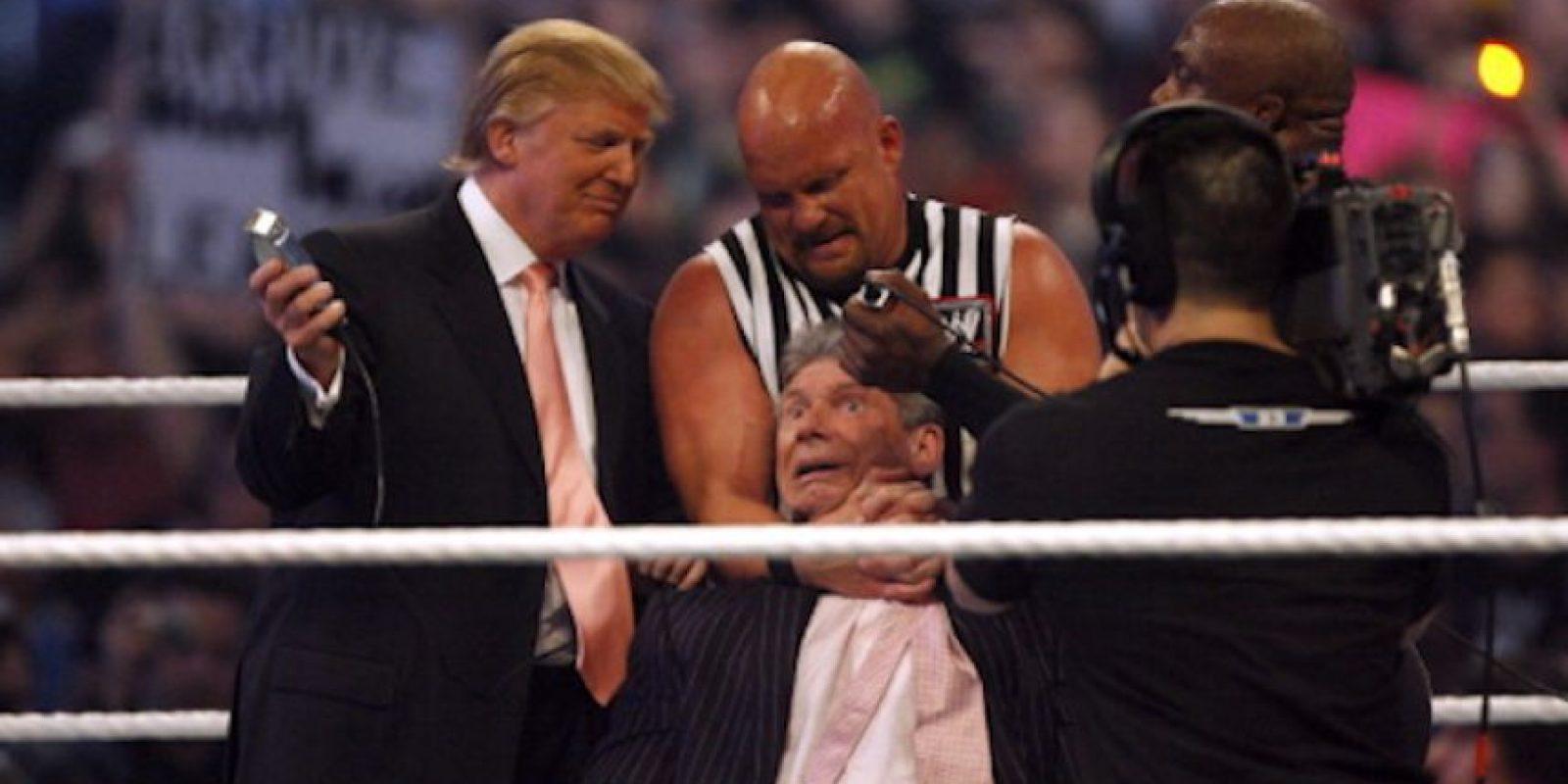El multimillonario ha aparecido varias veces en los cuadriláteros de la WWE Foto:Getty Images