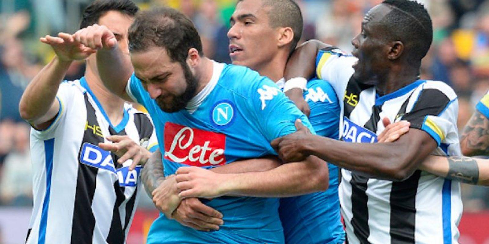 Gonzalo Higuaín perdió los estribos y salió expulsado Foto:Getty Images