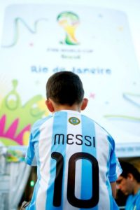 El argentino es el ídolo de muchos aficionados al fútbol y sobre todo, de niños que sueñan en ser como él. Foto:Getty Images