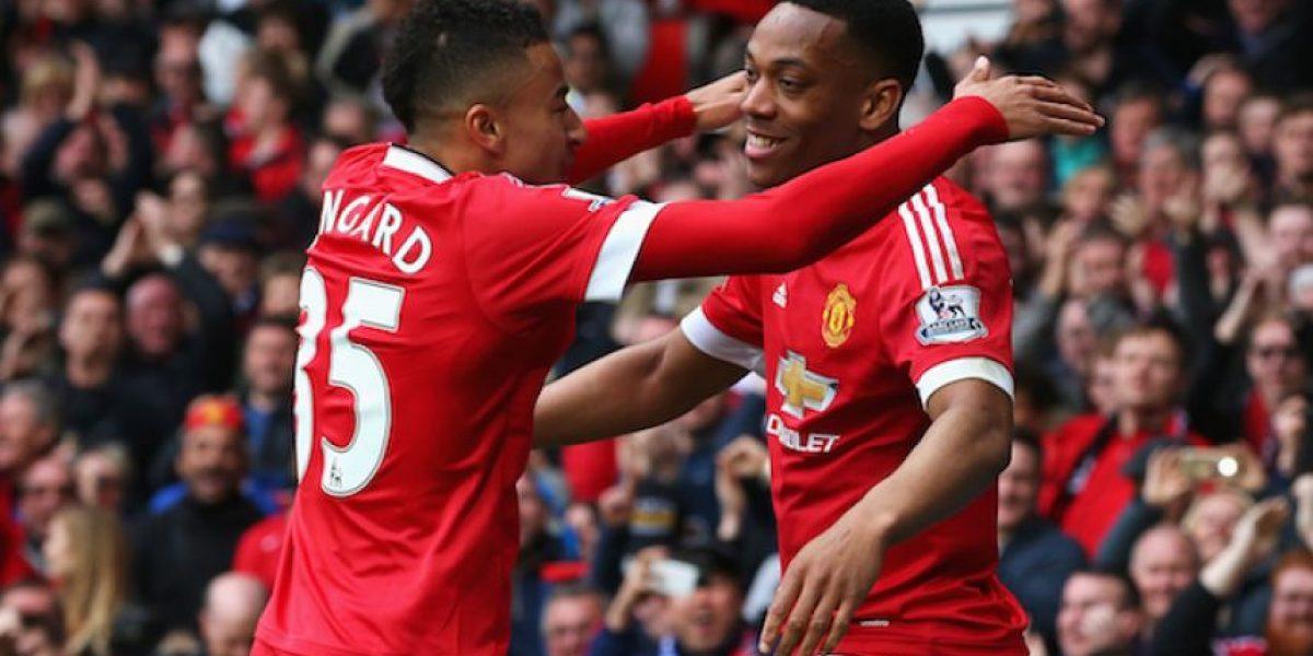 Manchester United gana y se mantiene en la pelea por puestos de Champions